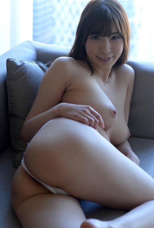 【Tバックお尻】日本人としては珍しいTバックを穿いても垂れてないプリケツエロ画像・9枚目