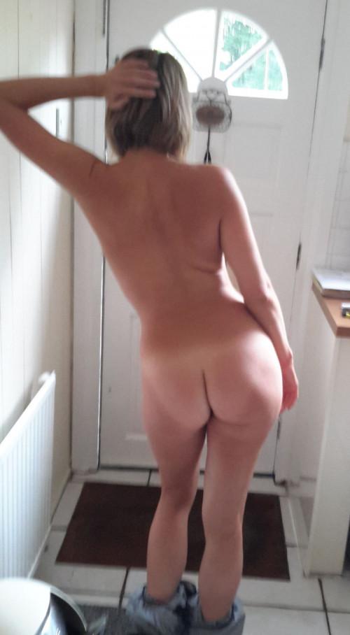 """【家庭内ヌード】何かあればすぐ裸になりがちな外国人ヌーディストによる""""家庭内ヌード""""のエロ画像・30枚目"""