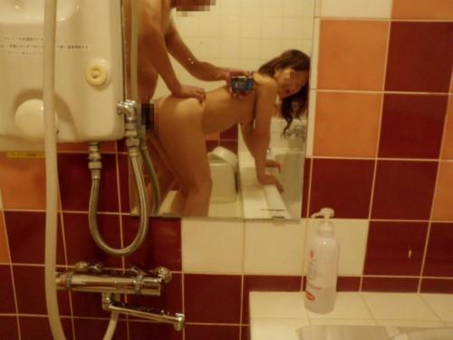 """【鏡ハメ撮り】素人カップルがラブホでやりがちな""""鏡前セックス""""のハメ撮り画像(30枚)・23枚目"""