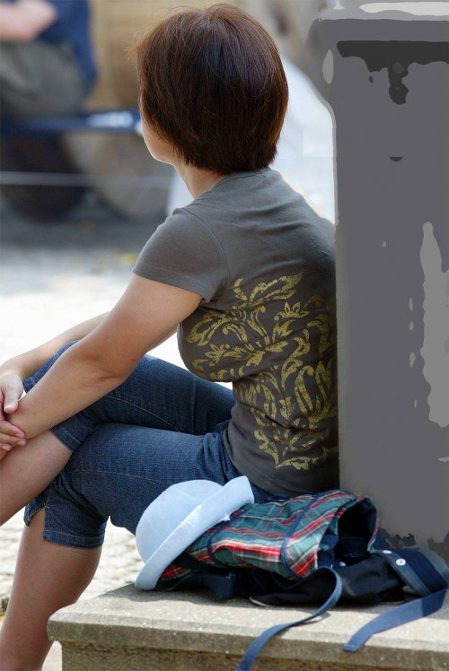 """【着衣巨乳】街で見かけた服の下のどデカイおっぱいを隠しきれてない""""着衣おっぱい""""の盗撮エロ画像・17枚目"""