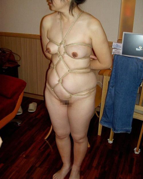 【縛りデブ】リアル叉焼としか喩えようのない激ポチャ雌豚緊縛プレイのマニアックなエロ画像まとめ(28枚)・5枚目