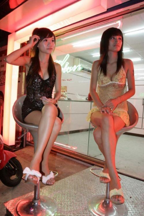 """【ビンロウ売り】台湾でかつて見られたセクシー衣装で噛みタバコを売る""""檳榔西施""""のエロ画像・22枚目"""