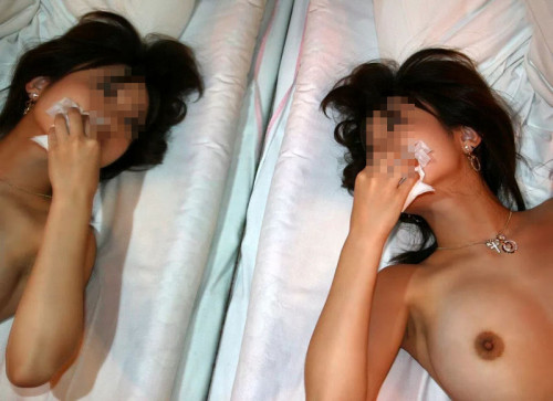 【事後エロ】セックス終わってティッシュでマンコ拭き拭きしてる情緒もへったくれも無いエロ画像(41枚)・18枚目