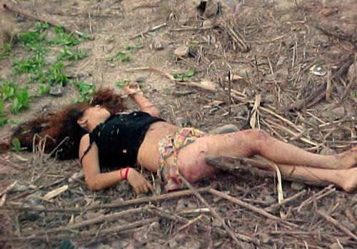 【胸糞エロ】レイプされてその辺に放置されてるアフターレイプのエロ画像が胸糞過ぎ・・・・・18枚目