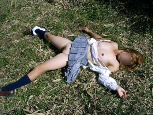 【胸糞エロ】レイプされてその辺に放置されてるアフターレイプのエロ画像が胸糞過ぎ・・・・・19枚目