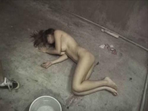 【胸糞エロ】レイプされてその辺に放置されてるアフターレイプのエロ画像が胸糞過ぎ・・・・・23枚目