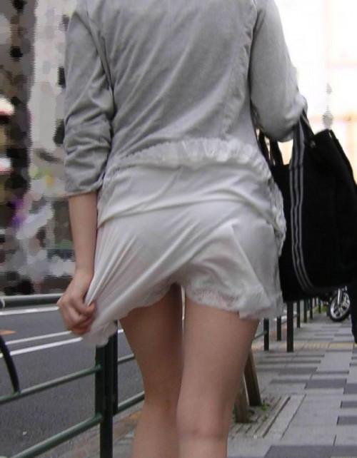 """【透けパン】白いパンツやスカートから下着が思っくそ透けてる""""透けパン素人""""の街撮りエロ画像・5枚目"""