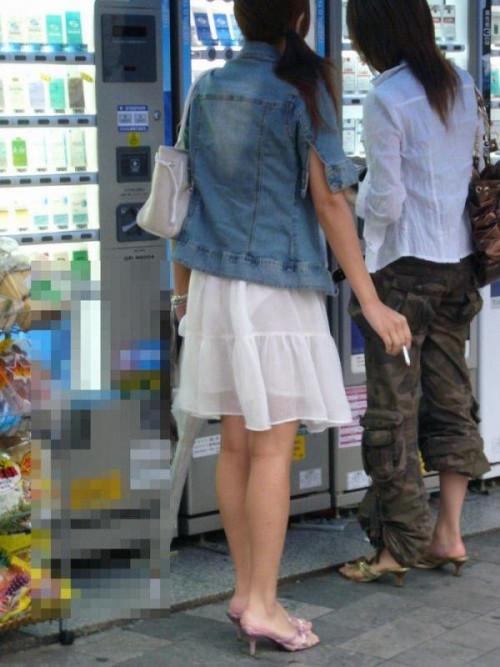 """【透けパン】白いパンツやスカートから下着が思っくそ透けてる""""透けパン素人""""の街撮りエロ画像・6枚目"""