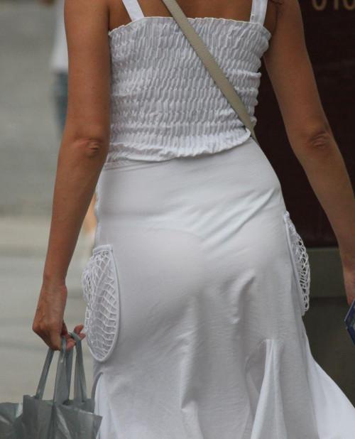 """【透けパン】白いパンツやスカートから下着が思っくそ透けてる""""透けパン素人""""の街撮りエロ画像・12枚目"""