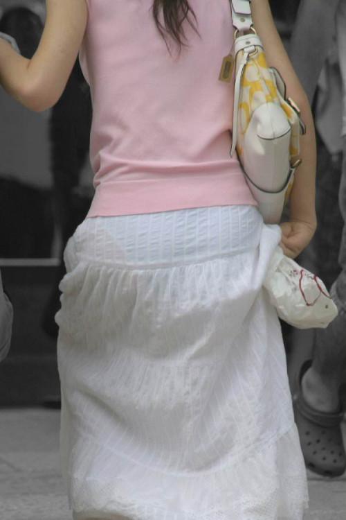 """【透けパン】白いパンツやスカートから下着が思っくそ透けてる""""透けパン素人""""の街撮りエロ画像・13枚目"""