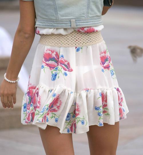 """【透けパン】白いパンツやスカートから下着が思っくそ透けてる""""透けパン素人""""の街撮りエロ画像・14枚目"""