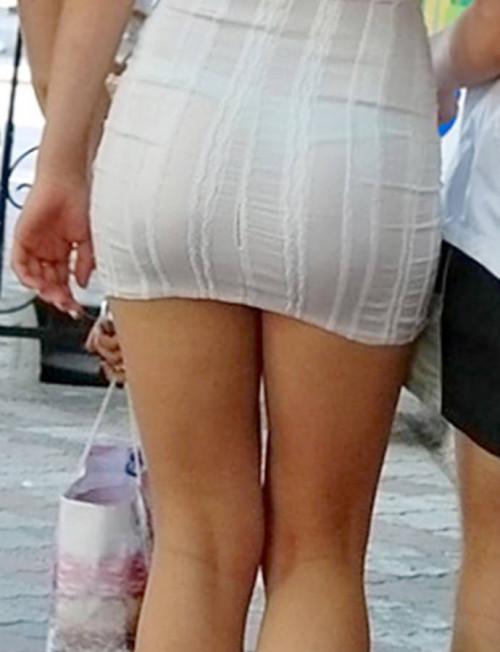"""【透けパン】白いパンツやスカートから下着が思っくそ透けてる""""透けパン素人""""の街撮りエロ画像・16枚目"""