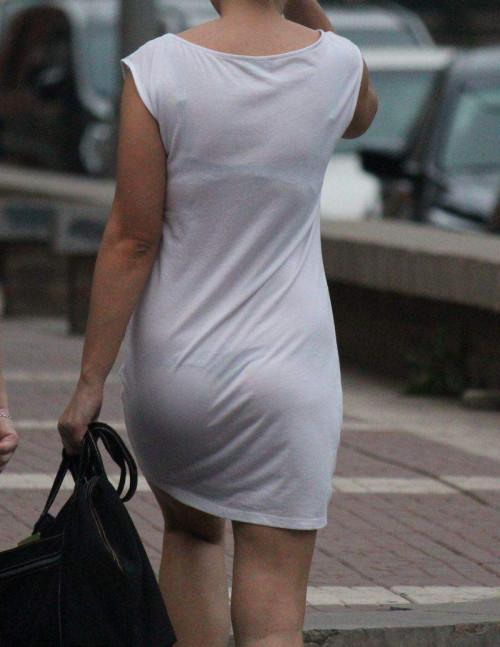 """【透けパン】白いパンツやスカートから下着が思っくそ透けてる""""透けパン素人""""の街撮りエロ画像・24枚目"""