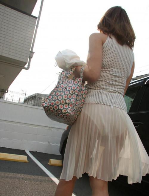 """【透けパン】白いパンツやスカートから下着が思っくそ透けてる""""透けパン素人""""の街撮りエロ画像・26枚目"""