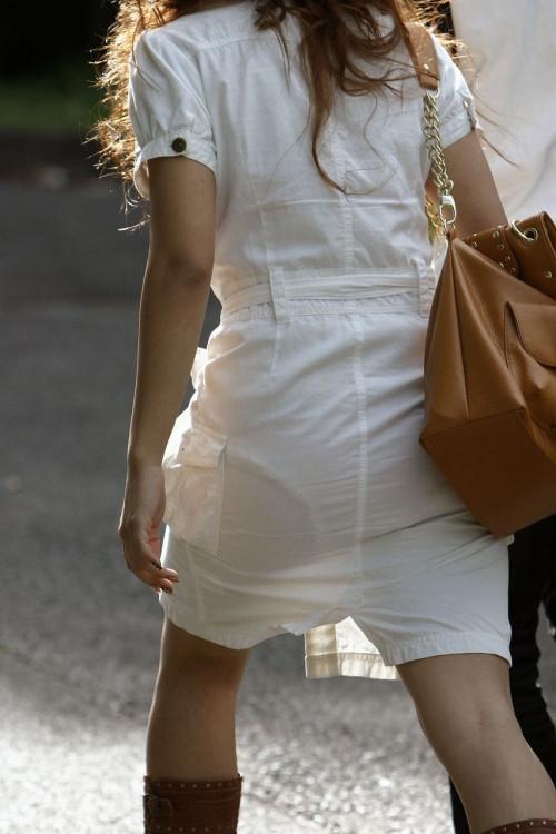 """【透けパン】白いパンツやスカートから下着が思っくそ透けてる""""透けパン素人""""の街撮りエロ画像・29枚目"""