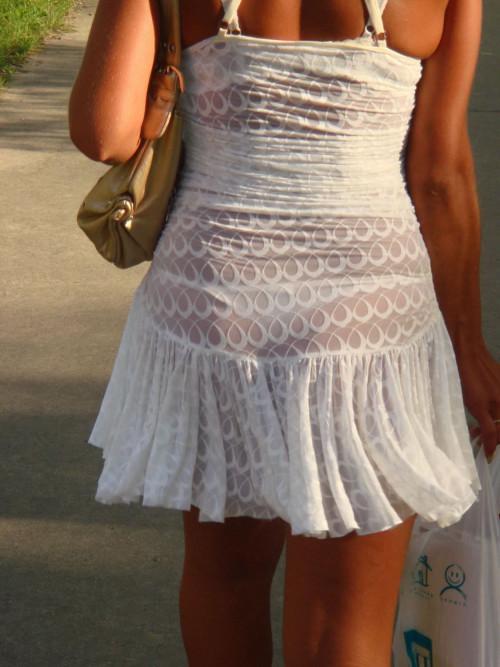 """【透けパン】白いパンツやスカートから下着が思っくそ透けてる""""透けパン素人""""の街撮りエロ画像・33枚目"""