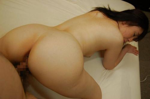 【熟女エロ】人妻との後背位セックス、お尻やお腹の肉の弛みがエロすぎて草wwwwww・17枚目