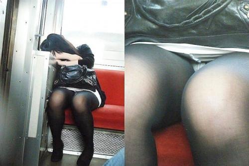 【電車パンチラ】あまりにハイリスク過ぎな電車内対面座席からのパンチラ盗撮!!・32枚目