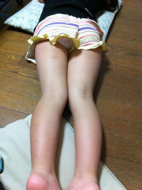 【お尻エロ】うつ伏せ状態のお尻という最高の形を表現しているマニアックなお尻エロ画像・10枚目