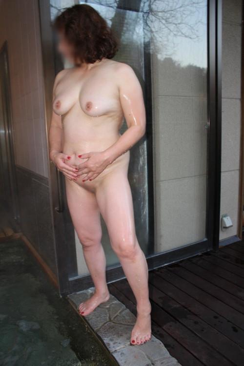 【食べごろ】人生でもっとも性欲が高まってる30代~50代までの垂れ始めた人妻おっぱいのエロ画像・34枚目