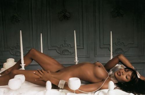【臭そうエロ】黒光りする引き締まったボディに勃起が止まらない黒人美女のエロ画像・17枚目