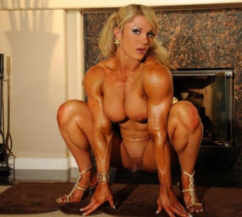 【筋肉女子】ガチの逆レイプも決して夢じゃないレベル、外国人マッスル女子のエロ画像・2枚目