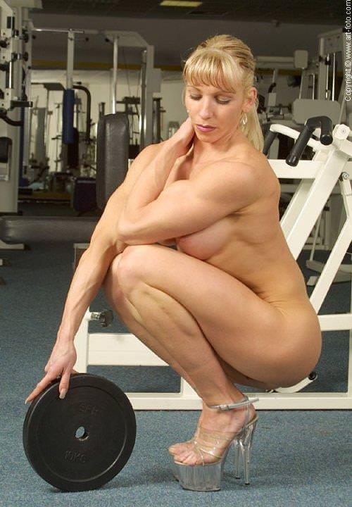 【筋肉女子】ガチの逆レイプも決して夢じゃないレベル、外国人マッスル女子のエロ画像・4枚目