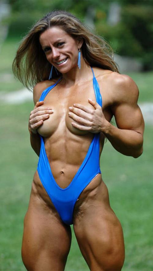 【筋肉女子】ガチの逆レイプも決して夢じゃないレベル、外国人マッスル女子のエロ画像・33枚目
