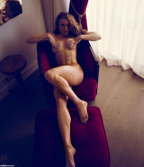【筋肉女子】ガチの逆レイプも決して夢じゃないレベル、外国人マッスル女子のエロ画像・35枚目