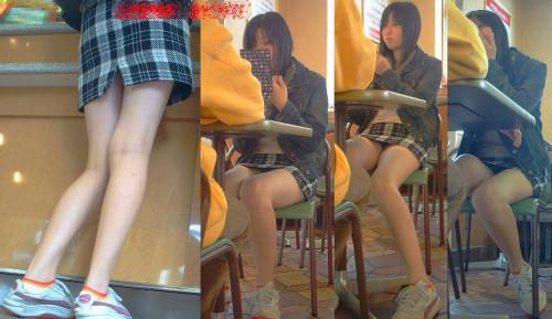 【テーブル下盗撮】店のテーブル下から女の子のパンツをこっそり盗撮してるアンダーtheテーブルのエロ画像・24枚目